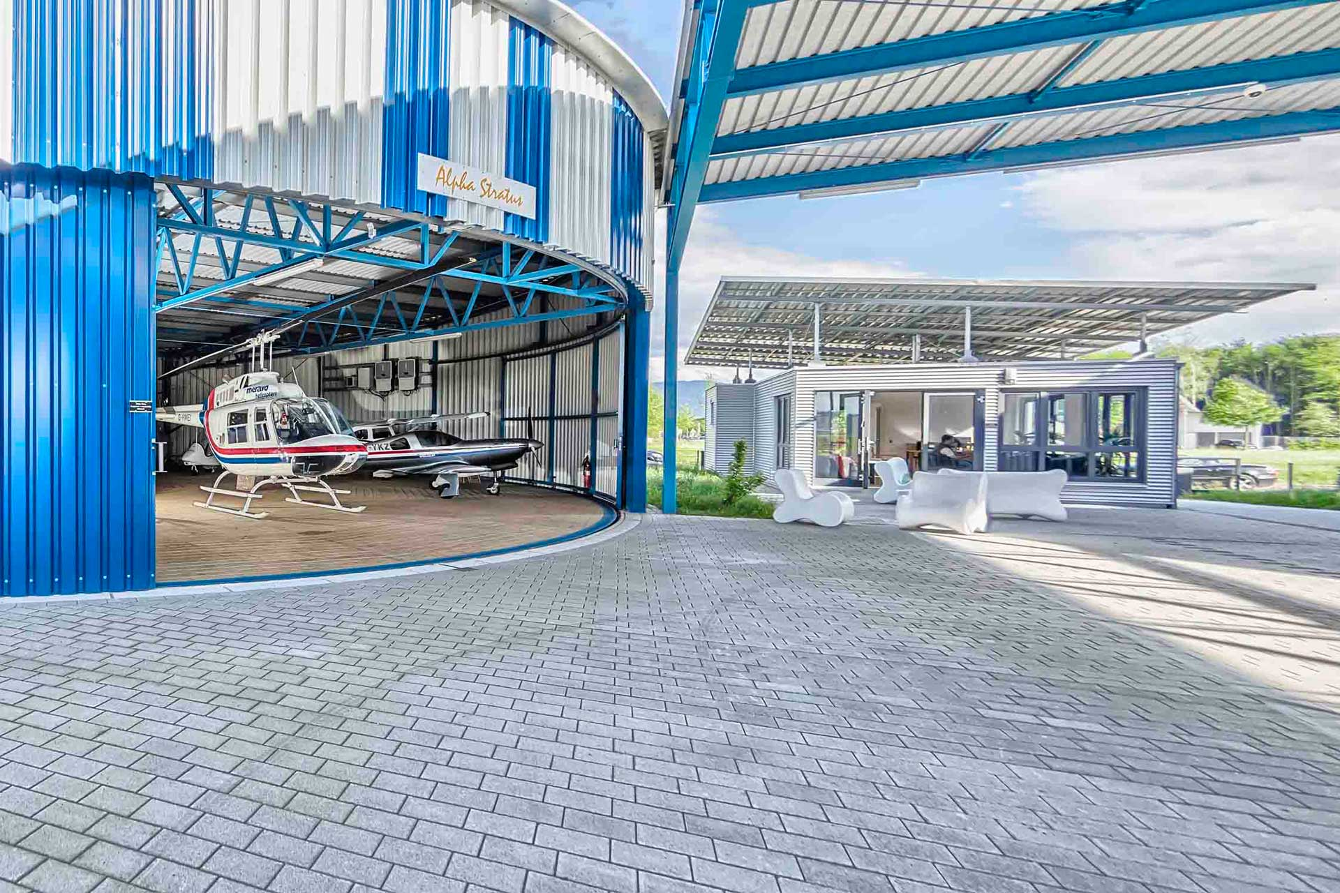 Heli-Breisgau im Hangar Breisgauring